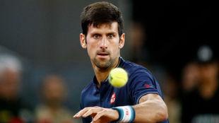 Novak Djokovic durante un partido en el Mutua Madrid Open 2018.