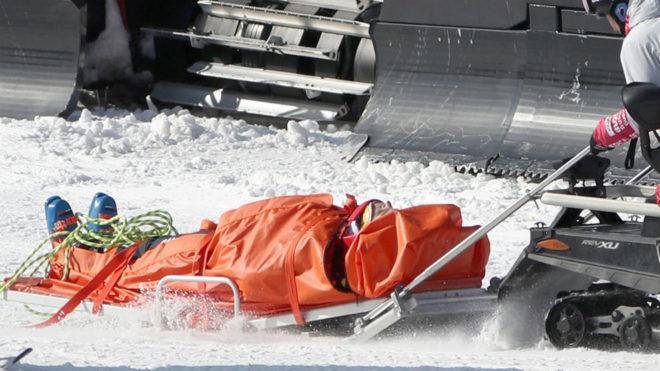 Chris Del Bosco, evacuado en la pista.