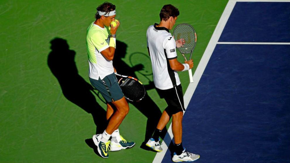 Rafa Nadal y Pablo Carreño jugando el dobles en Indian Wells en 2015.