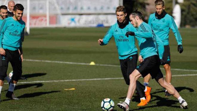 Cristiano, con Bale durante el entrenamiento.