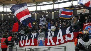 Los ultras del PSG en un partido de la Liga francesa
