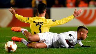 Álvaro pugna con Mariano durante el choque entre Villarreal y Europa...