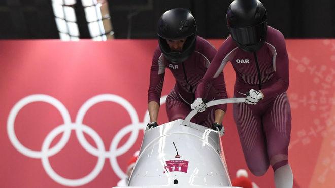 Nadezhda Sergeeva, a la derecha, durante la prueba de bobsleigh.