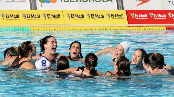 Las jugadoras del Sabadell, celebrando la consecución de la reciente...