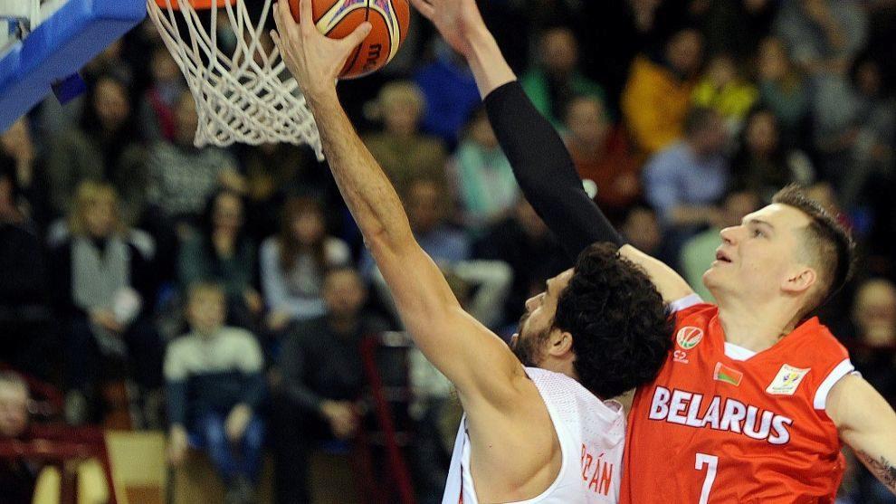Berián jugando su primer partido con España