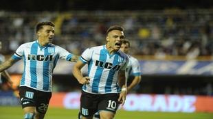 Lautaro Martínez celebrando un gol con Racing de Avellaneda