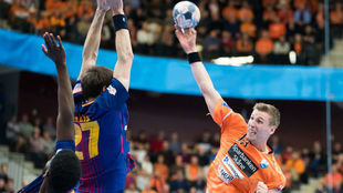 Un momento del partido entre el Kristianstad y el Barcelona