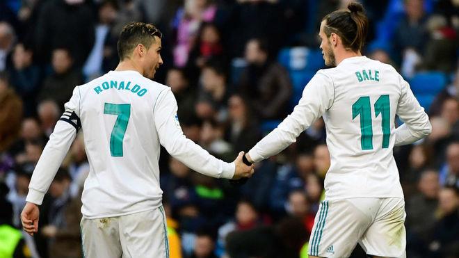 Ronaldo y Bale celebran uno de los goles ante el Alavés