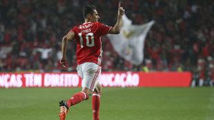 Jonas celebra un gol con el Benfica