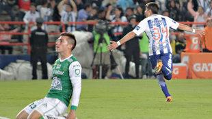 Sebastián Palacios celebra el gol de los Tuzos.