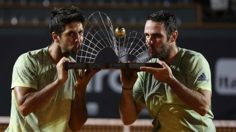 Verdasco y Marrero besan su séptimo trofeo juntos