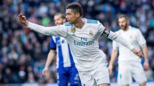 Cristiano Ronaldo celebra uno de sus goles al Alavés.