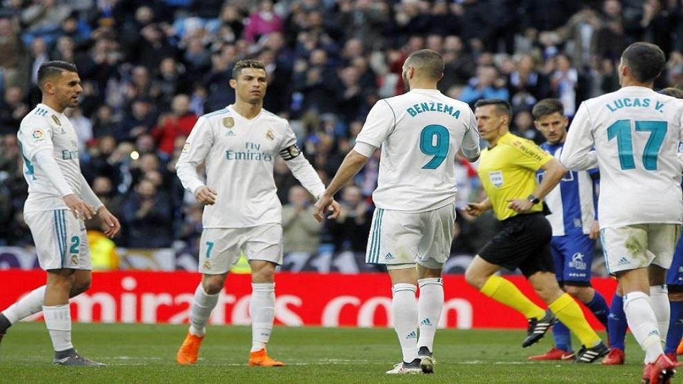 Karim Benzemá después de anotar el cuarto gol de penalti ante el...