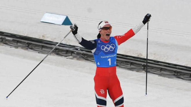 Maritt Björgen celebrando su quinta medalla en Pyeonghcang