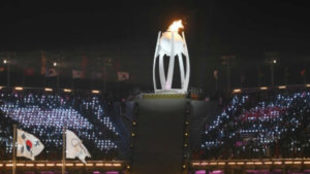 La Antorcha Olímpica encendida durante la ceremonia inaugural
