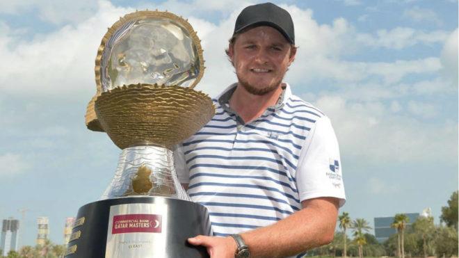 Eddie Pepperell (27 años) con el trofeo del Qatar Masters.