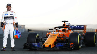 Alonso, junto al MCL33.