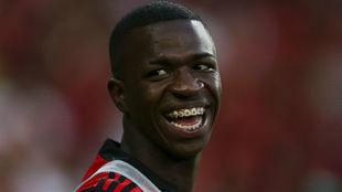 Vinicius jr, sonríe antes de un partido con el Flamengo.
