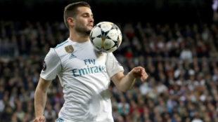 Nacho controla el balón en el partido ante el PSG de octavos