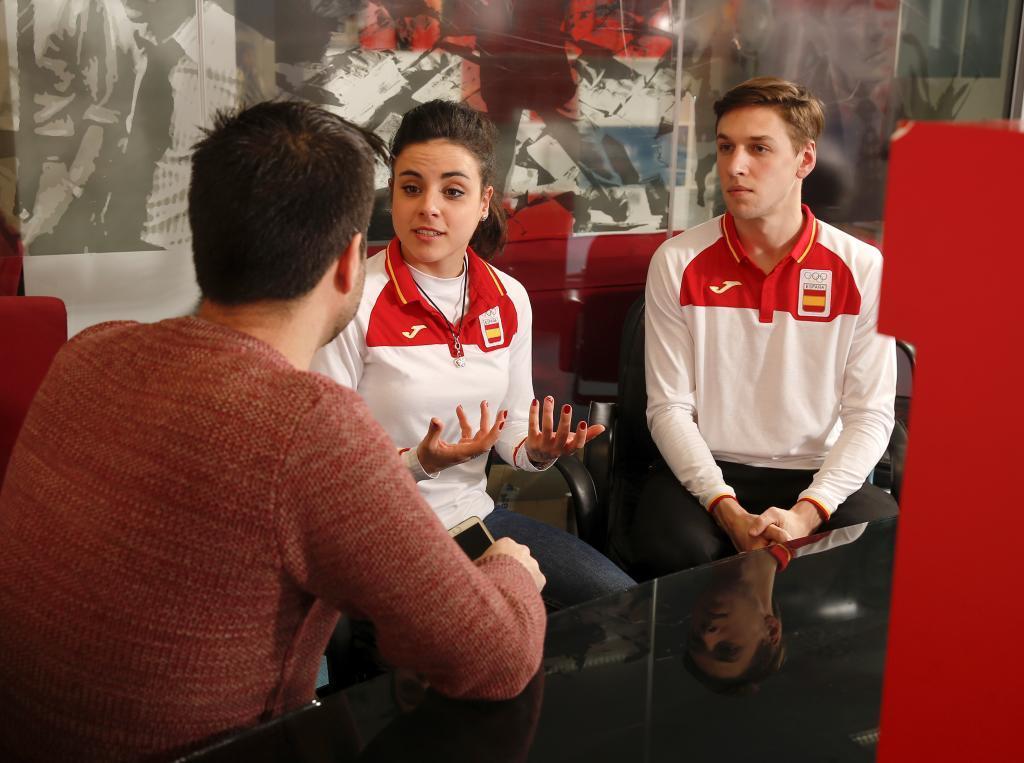 Sara Hurtado y Kirill Jalyavin durante la entrevista en MARCA.