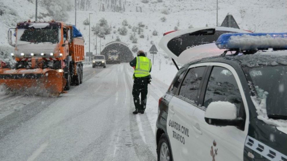 La nieve condiciona un entrenamiento sin Moyá y el viaje a Sevilla