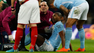 Fernandinho en el momento de la lesión