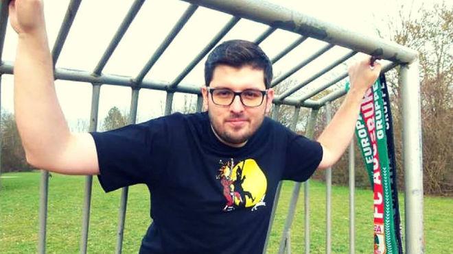 """Adrián Morales, autor de """"Historias de camisetas: Relatos del otro..."""