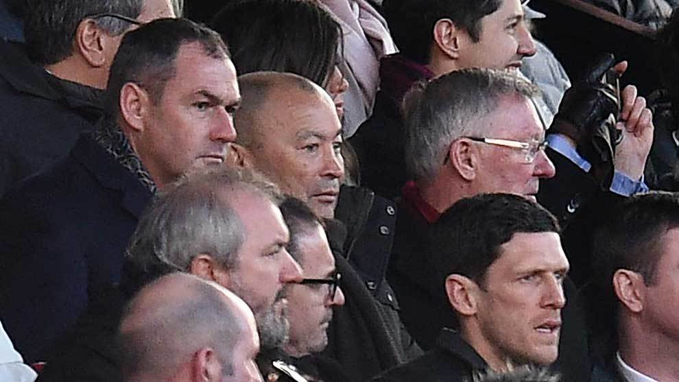 Eddie Jones entre Paul Clement  y Alex Ferguson en Old Trafford...