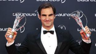 Federer, con los trofeos de los Laureus