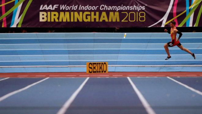Óscar Husillos durante las series de los 400 metros en Birmingham.