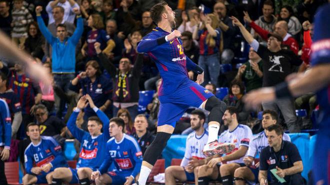 Syprzak celebra un gol frente al Wisla Plock