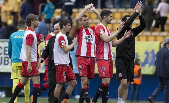 Los jugadores del Girona celebran el triunfo en el estadio de La...