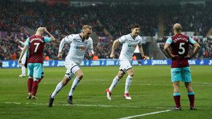 El Swansea se aleja del descenso.