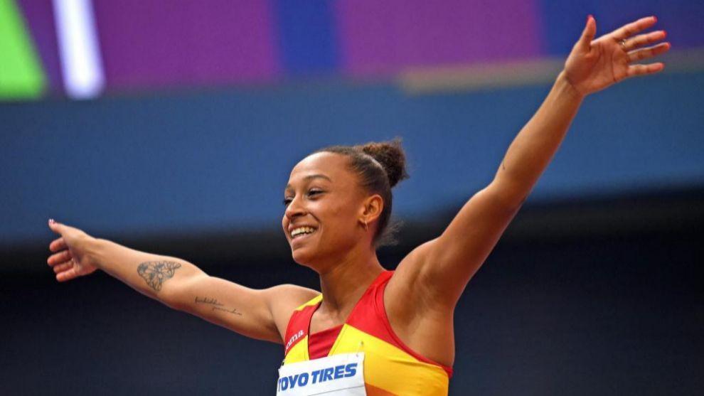 Ana Peleteiro celebra su bronce en el Mundial