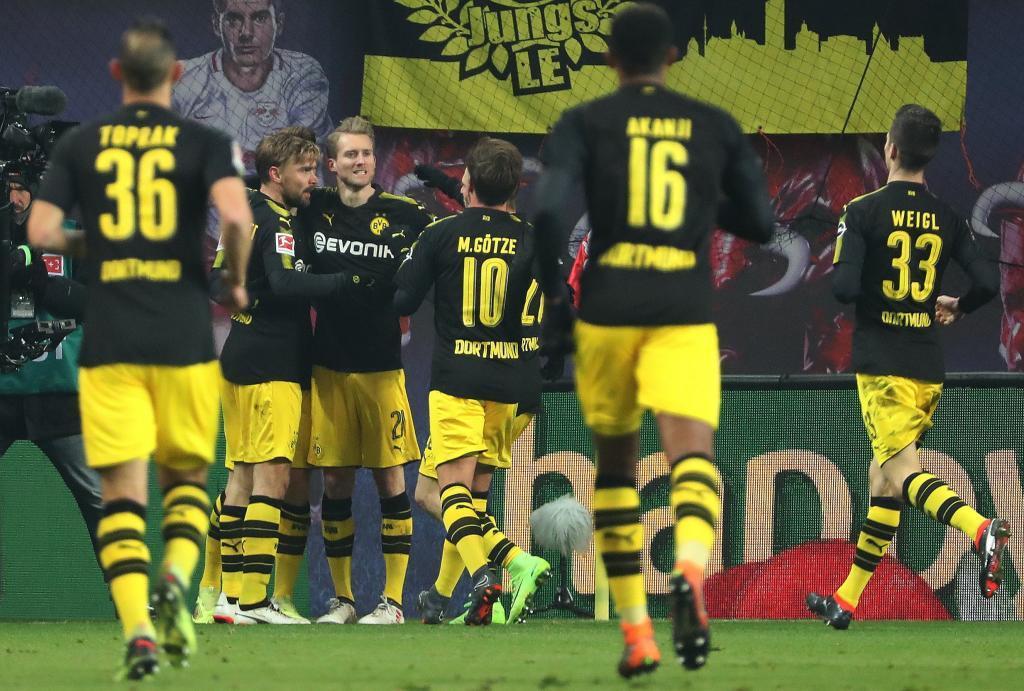 Bundesliga reus pide paso en alemania en el empate del for Puerta jakober augsburgo
