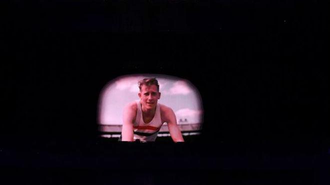 Imagen de la proyección de la imagen de Bannister en el escenario de...