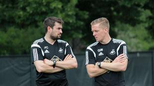 Pep Clotet y Garry Monk, en su etapa en el Swansea.