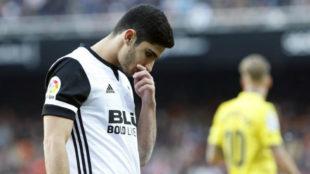 Guedes con un gesto serio en un partido de Liga con el Valencia.