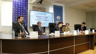 Un momento de la mesa redonda organizada en la sede del ISDE sobre el...