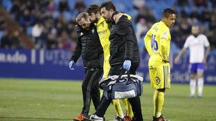 José Mari se retira lesionado de La Romareda.