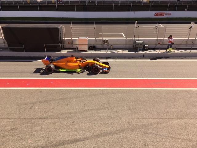 Vettel y su Ferrari se lucen en los ensayos