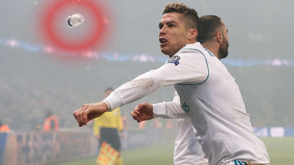 La botella lanzada cerca de Ronaldo
