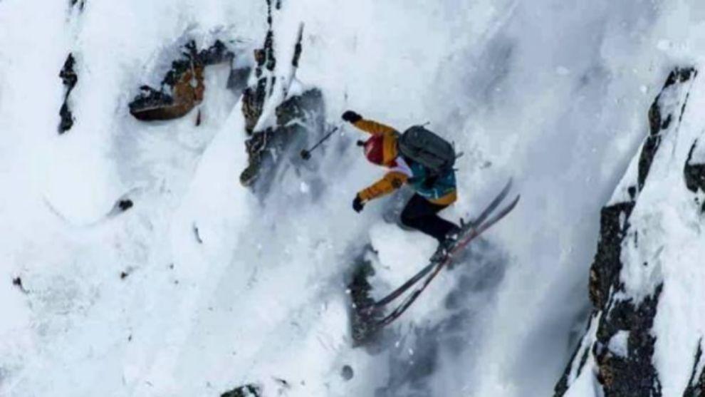 Aymar durante el descenso, después de haberse roto parcialmente el...