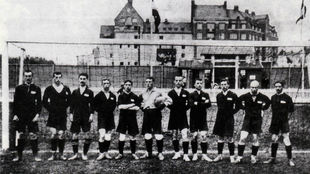 Vasily Butuvos, el noveno de izquierda a derecha, con la selección...