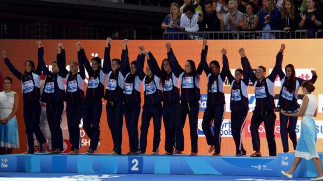 Las 'guerreras del agua' en el podio del Mundial de Budapest del año...