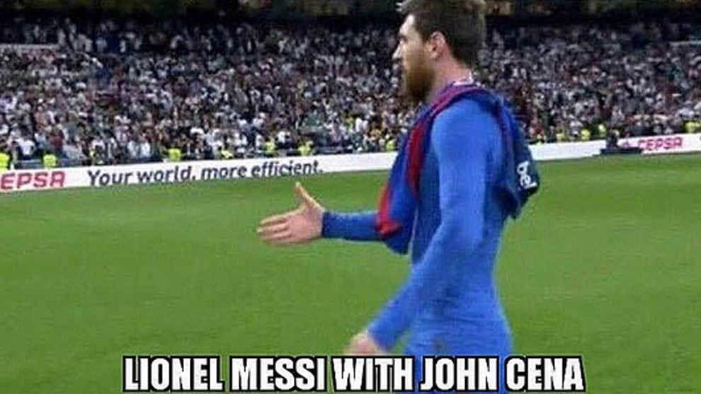 Imagen de Leo Messi saludando a un Cena invisible compartida por el...