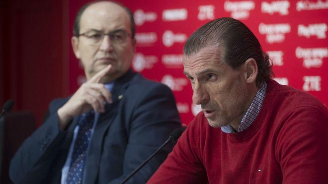 Óscar Arias, junto a José Castro en una rueda de prensa.