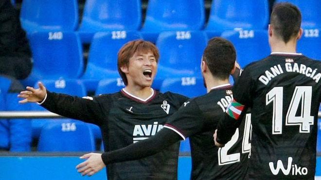 Inui celebra un gol en Riazor.