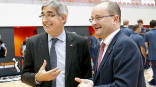 Bertomeu (Euroliga) y Baumann (FIBA) durante la inauguración de...