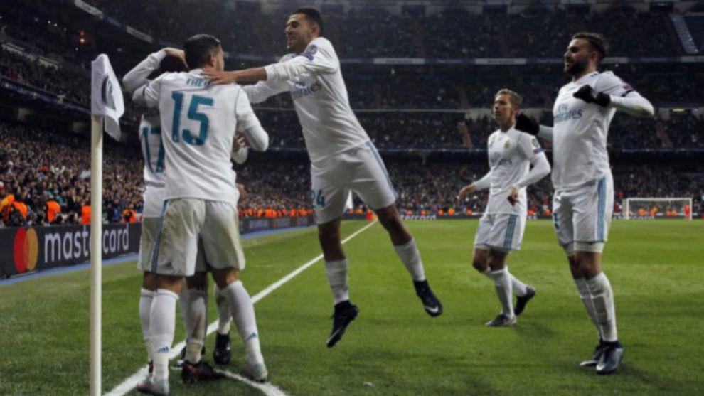 Jugadores del Real Madrid durante la celebración de un gol